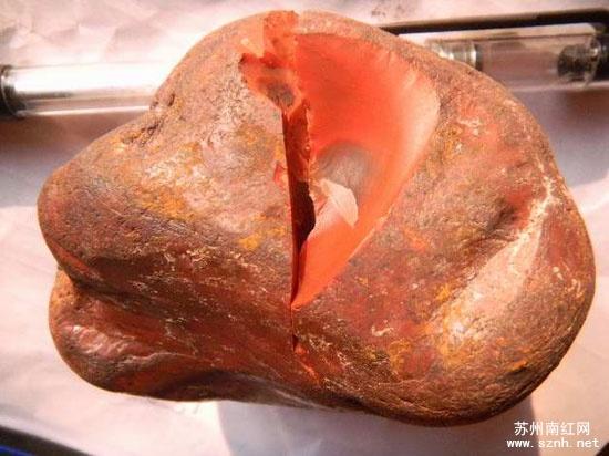 影响南红玛瑙收藏价值的两大瑕疵