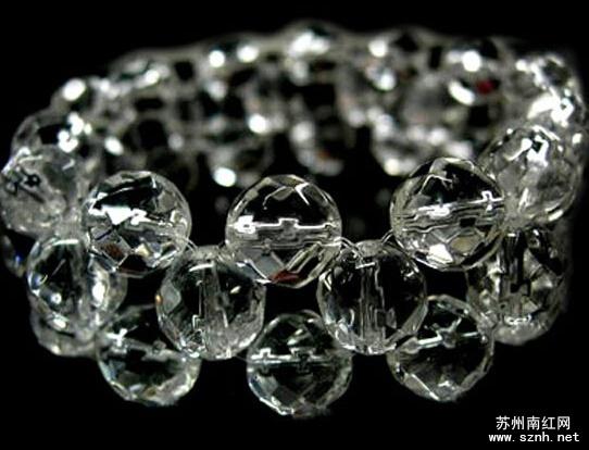 南红玛瑙是水晶吗?