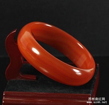 极品南红玛瑙手镯的特点