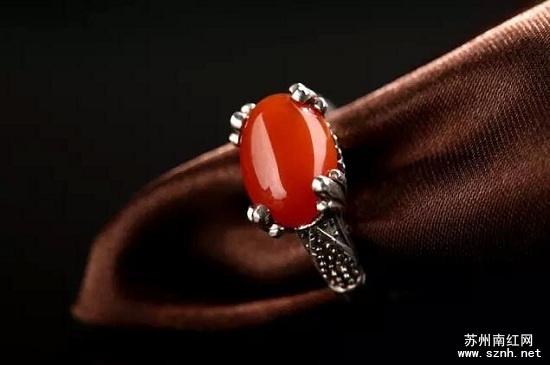 南红玛瑙戒指为何深受女性藏友喜爱?