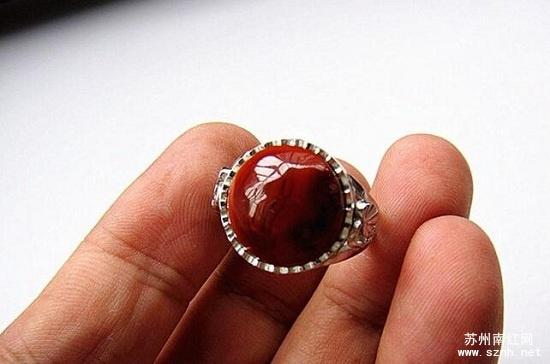 南红火焰纹戒指收藏价值如何?小编告诉你。