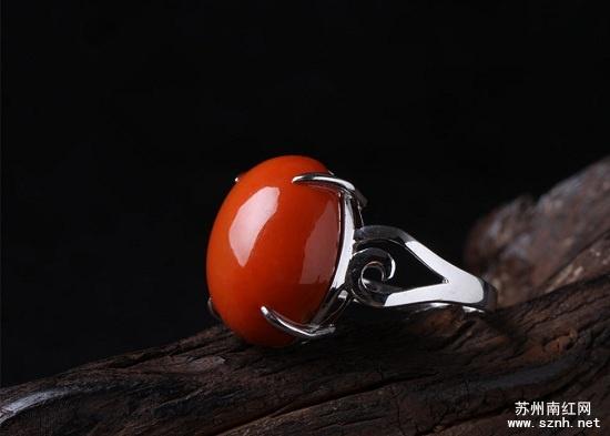 南红戒指再美也不能乱戴?这是为什么?